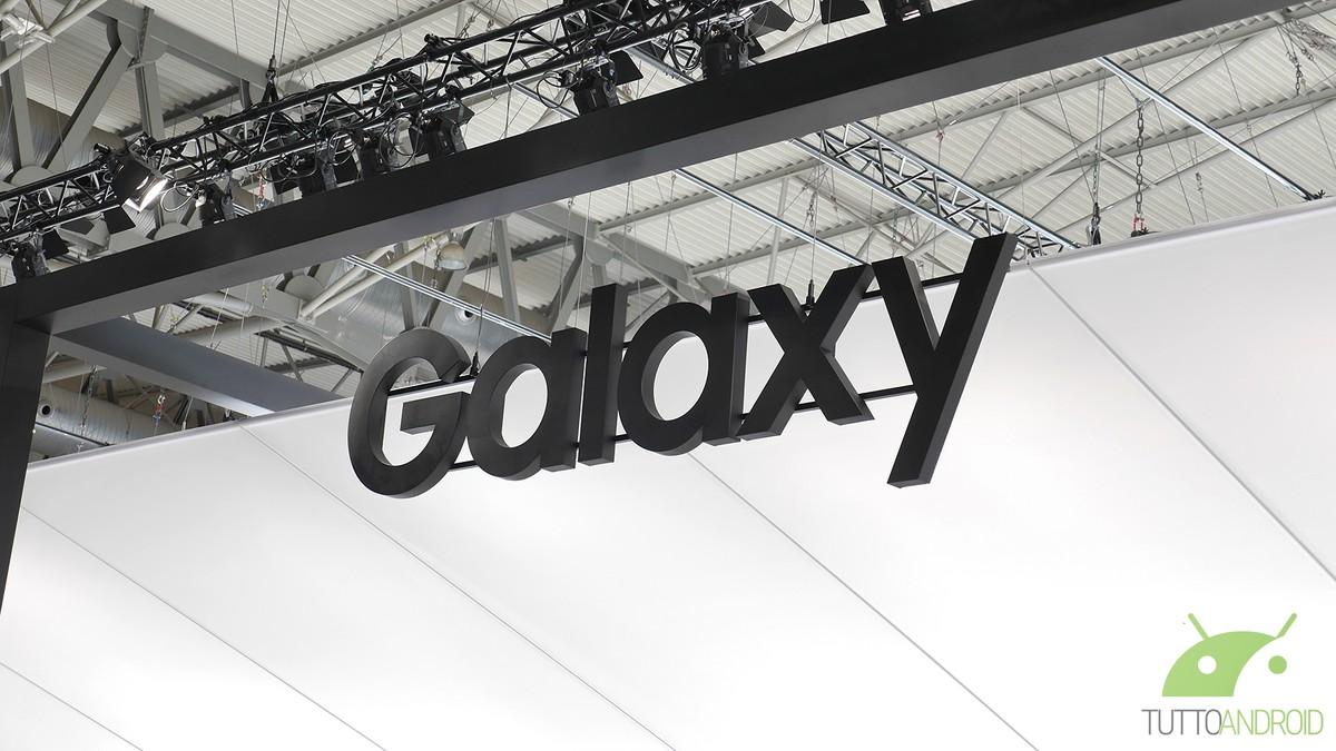 Futurista! Samsung registra patente para celular Galaxy com tela transparente 4